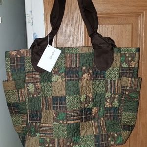 Donna Sharp Leslie bag in Hazel Patch pattern